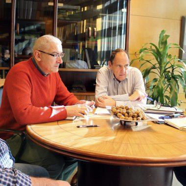 Los alcaldes de Illano y Allande piden la mejora de la pista de acceso a la carretera regional AS-14