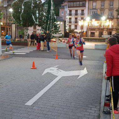 Gonzalo Rubio y Mercedes Menéndez (Recta Final), triunfadores en la San Silvestre de Luarca
