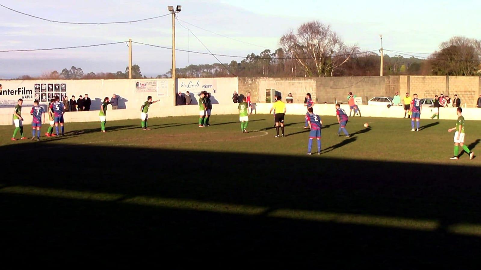 El Andés se lleva el derbi naviego ante el Puerto de Vega con gol de Luiña (1-0)