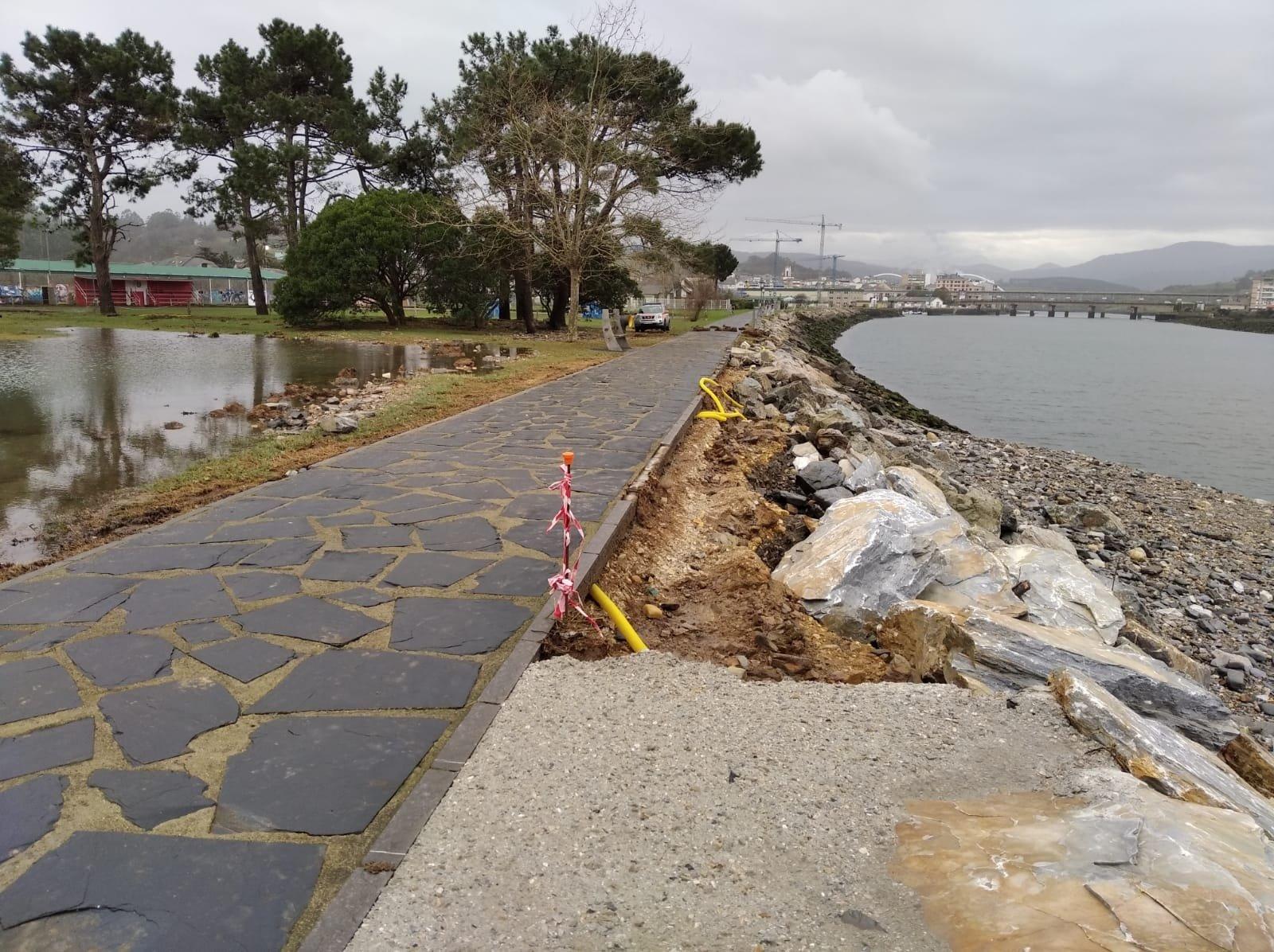 Nuevos desperfectos en la zona del espigón, la Poza y el paseo marítimo de Navia