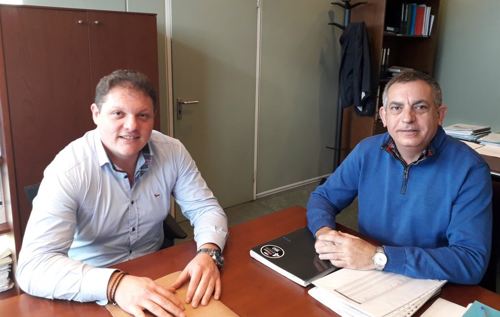 Villanueva de Oscos pide colaboración al gobierno regional para ampliar el aparcamiento municipal