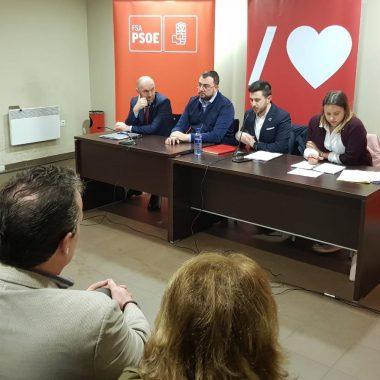 El alcalde de Cudillero traslada sus inquietudes al consejero de Infraestructuras