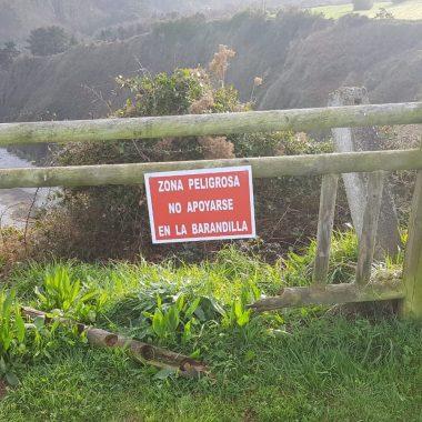 El ayuntamiento de Valdés concede una subvención a la Sociedad Popular La Regalina para el arreglo de la barandilla que rodea el Campo