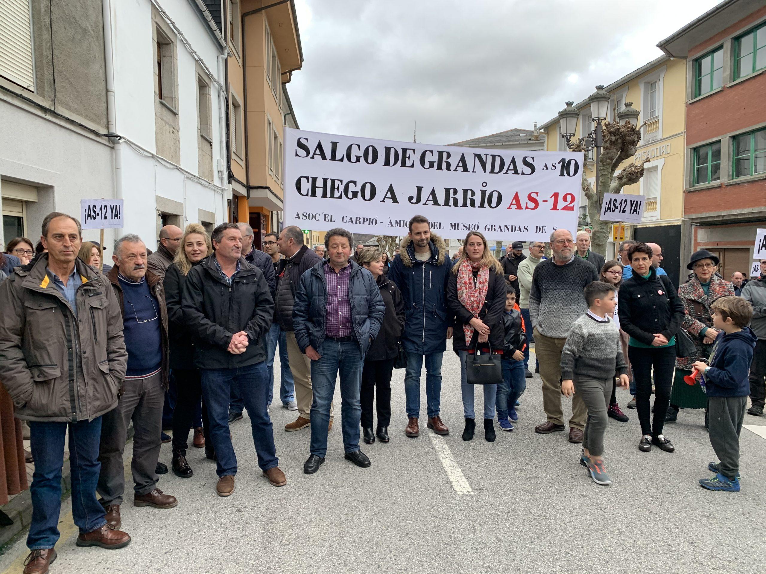 """La Plataforma de los Valles del Navia recogerá firmas ante el """"escaso compromiso"""" del gobierno regional con la carretera As-12 Navia-Alto del Acebo"""