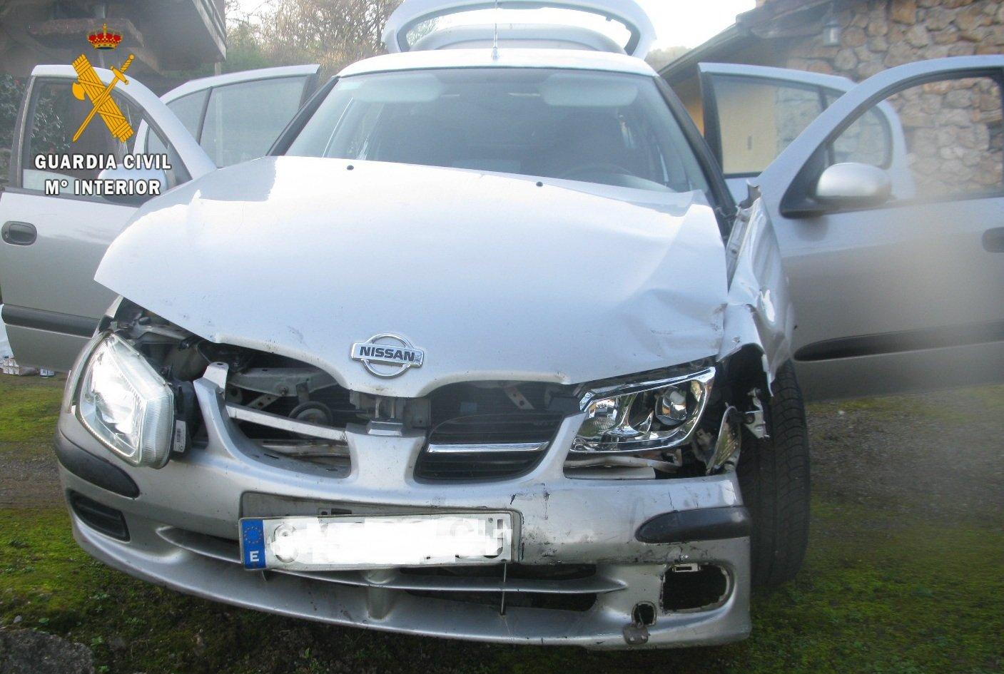 La Guardia Civil detiene a una persona que provocó un accidente circulando en sentido contrario por la autovía A-63 cunado huía de un control