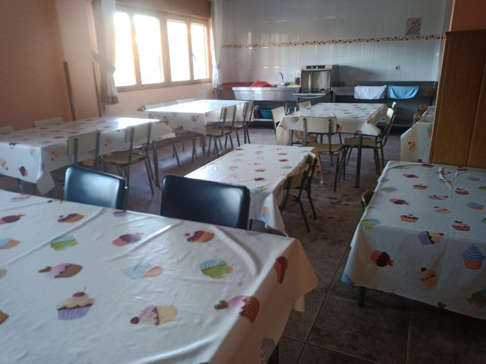 Padres y madres del colegio de Santalla de Oscos deciden que sus hij@s hagan huelga de comedor escolar desde este martes
