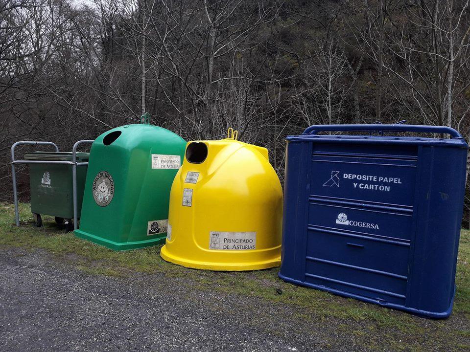 Nuevas baterías de contenedores para reciclar basura en la zona rural de Vegadeo