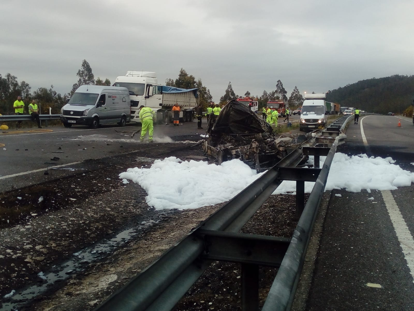 Un conductor pierde la vida tras producirse un choque entre dos camiones en Barreiros