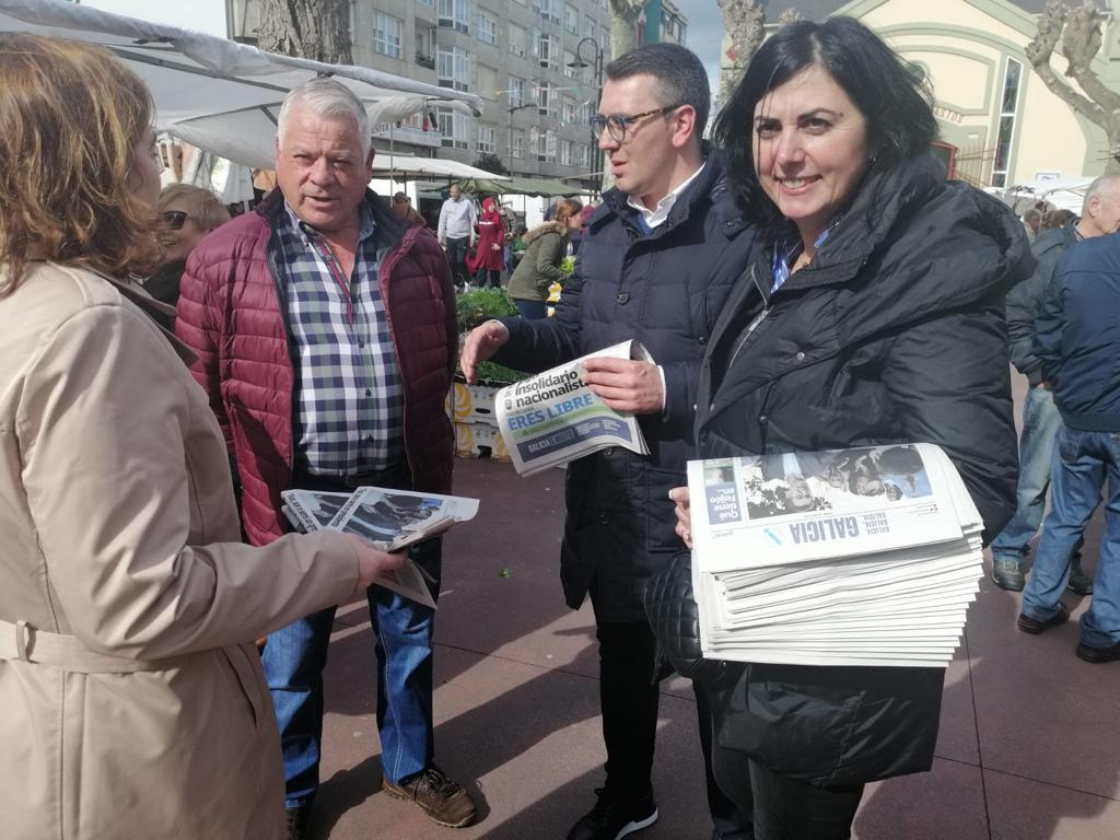 Los Candidatos del PP al Parlamento de Galicia iniciaron en Ribadeo el reparto del periódico elaborado sobre Nuñez Feijóo