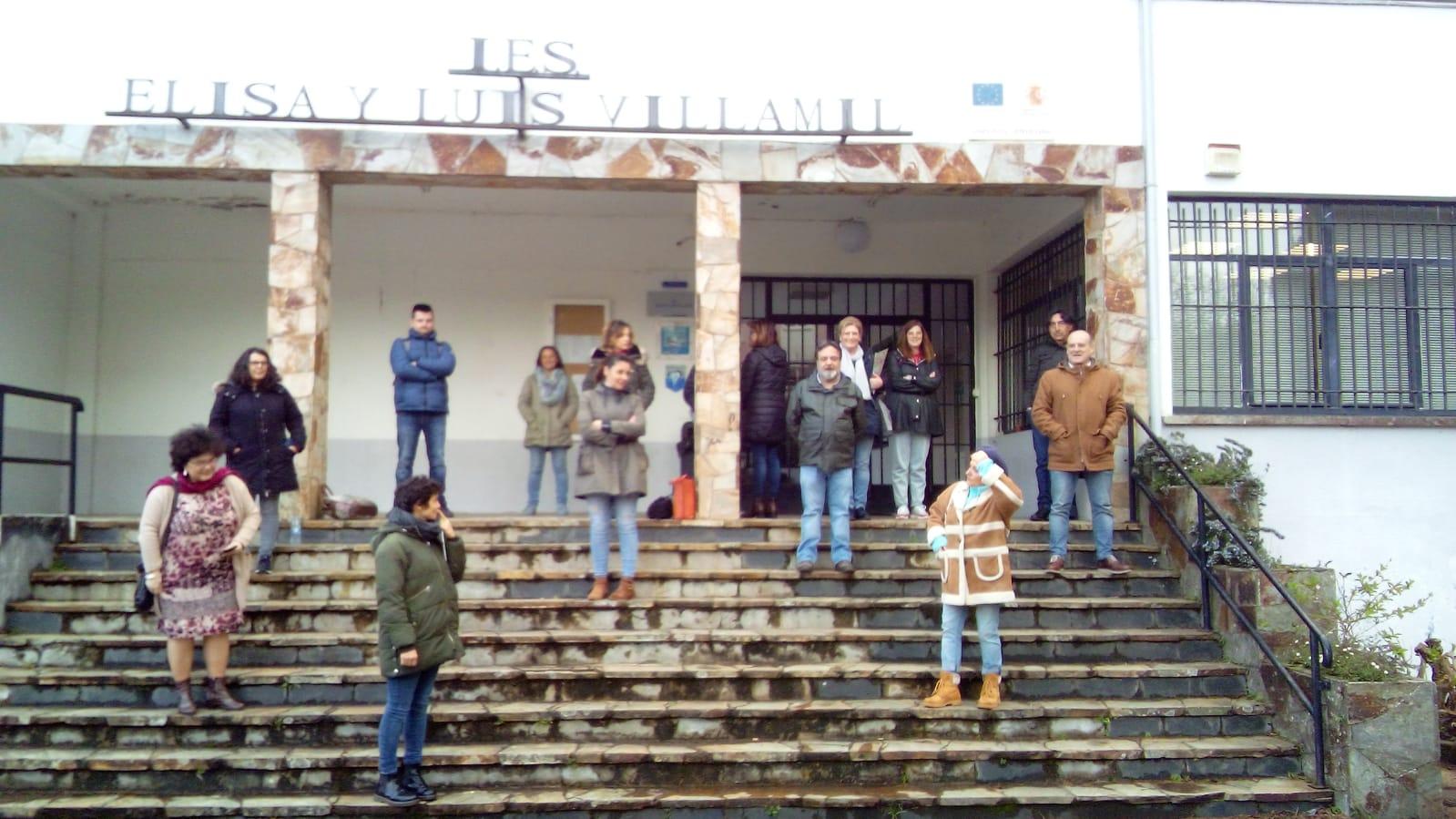 """Un grupo de profesores del IES de Vegadeo denuncia """"pobre información y falta de soluciones"""" de Educación ante el coronavirus COVID-19"""