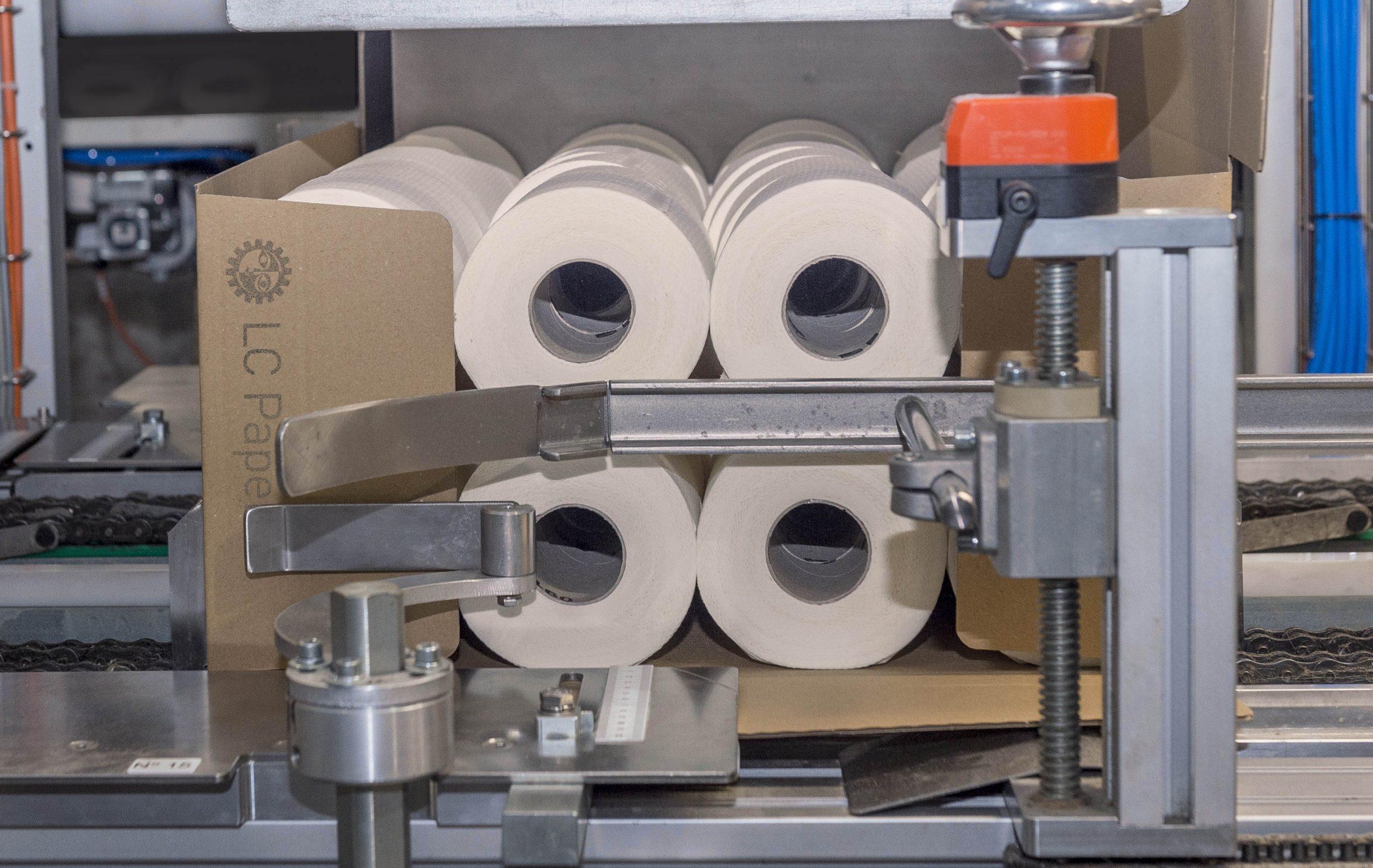 Ence y LC Paper donan dos camiones de material sanitario al SESPA