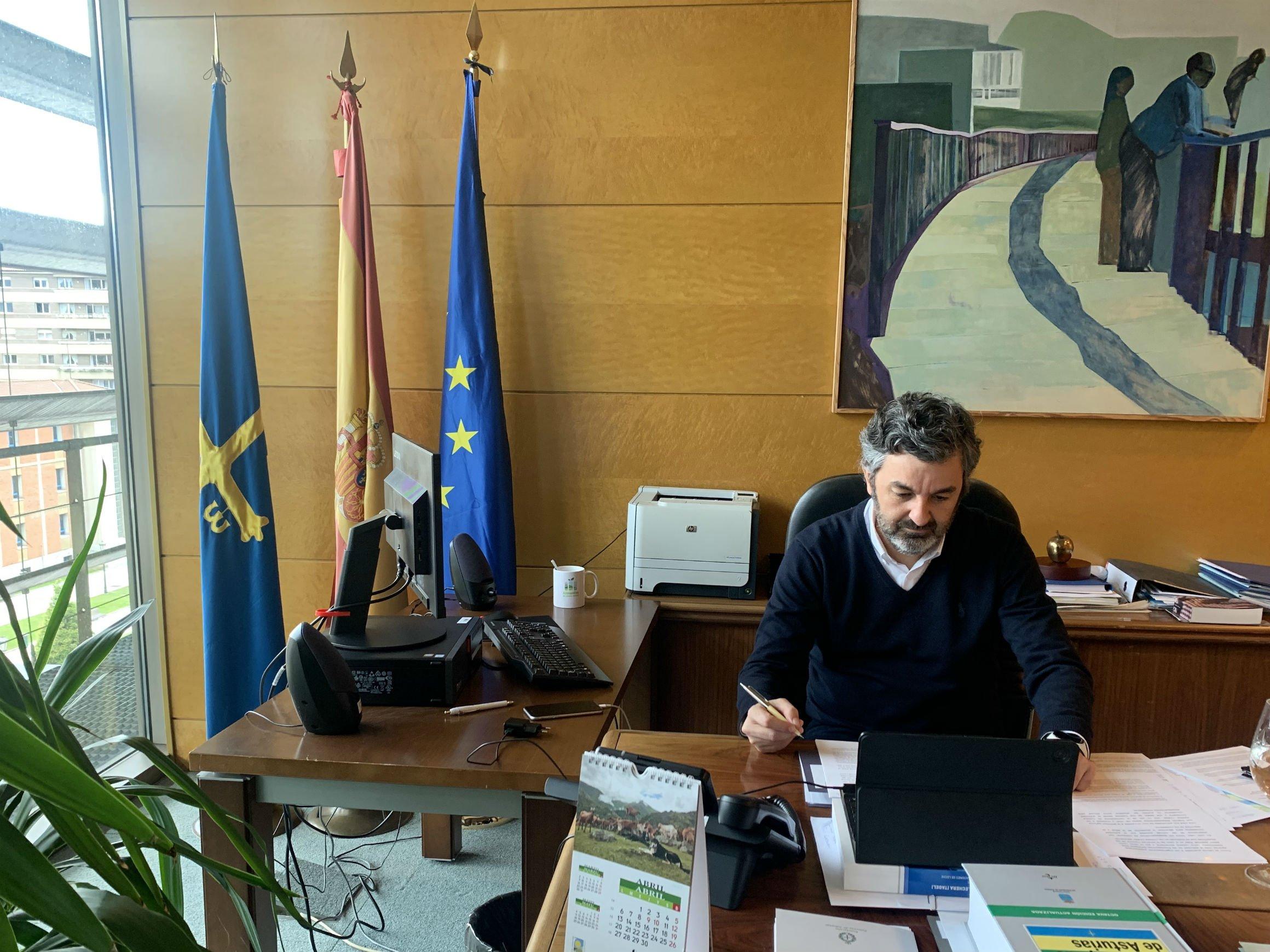 """El consejero Alejandro Calvo destaca el carácter estratégico del medio rural como """"despensa sostenible"""" de Asturias"""