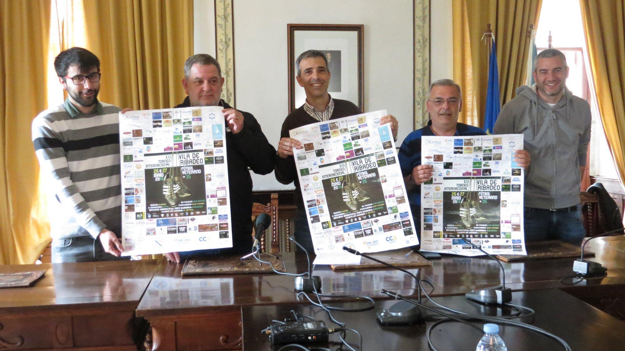 La Asociación Deportiva de Veteranos del Ribadeo FC donó 1000 Mascarillas Higiénicas y 1.200 euros a ACISA para Campañas de Fomento de Consumo Local