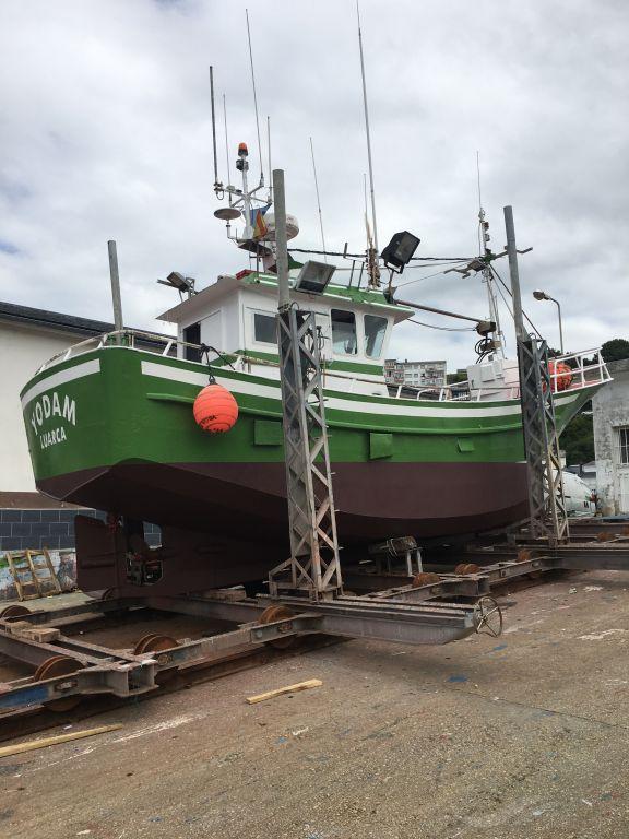 Los dos tripulantes del Yodam -con base en Luarca- rescatados ilesos tras haberse hundido la embarcación