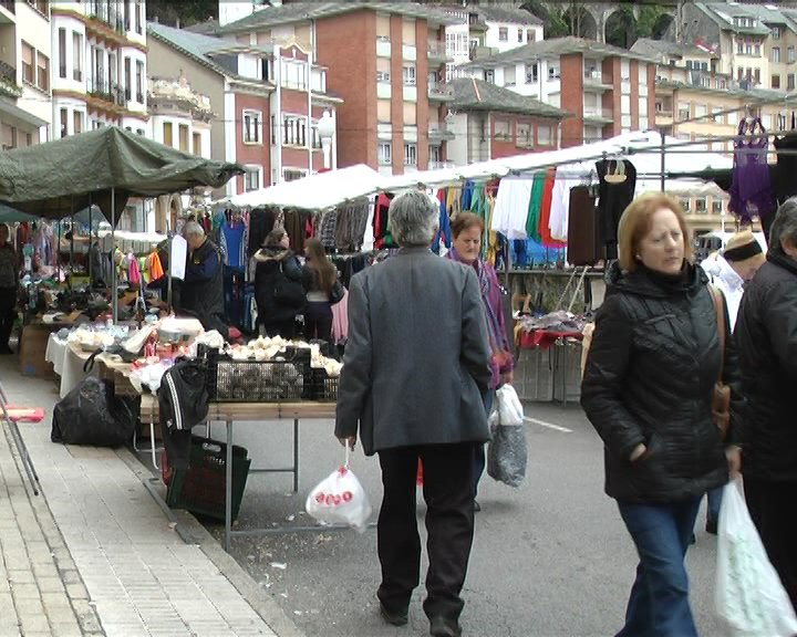 El Mercadillo Semanal de Luarca podría volver el miércoles, 13 de mayo, en la Plaza Alfonso X El Sabio