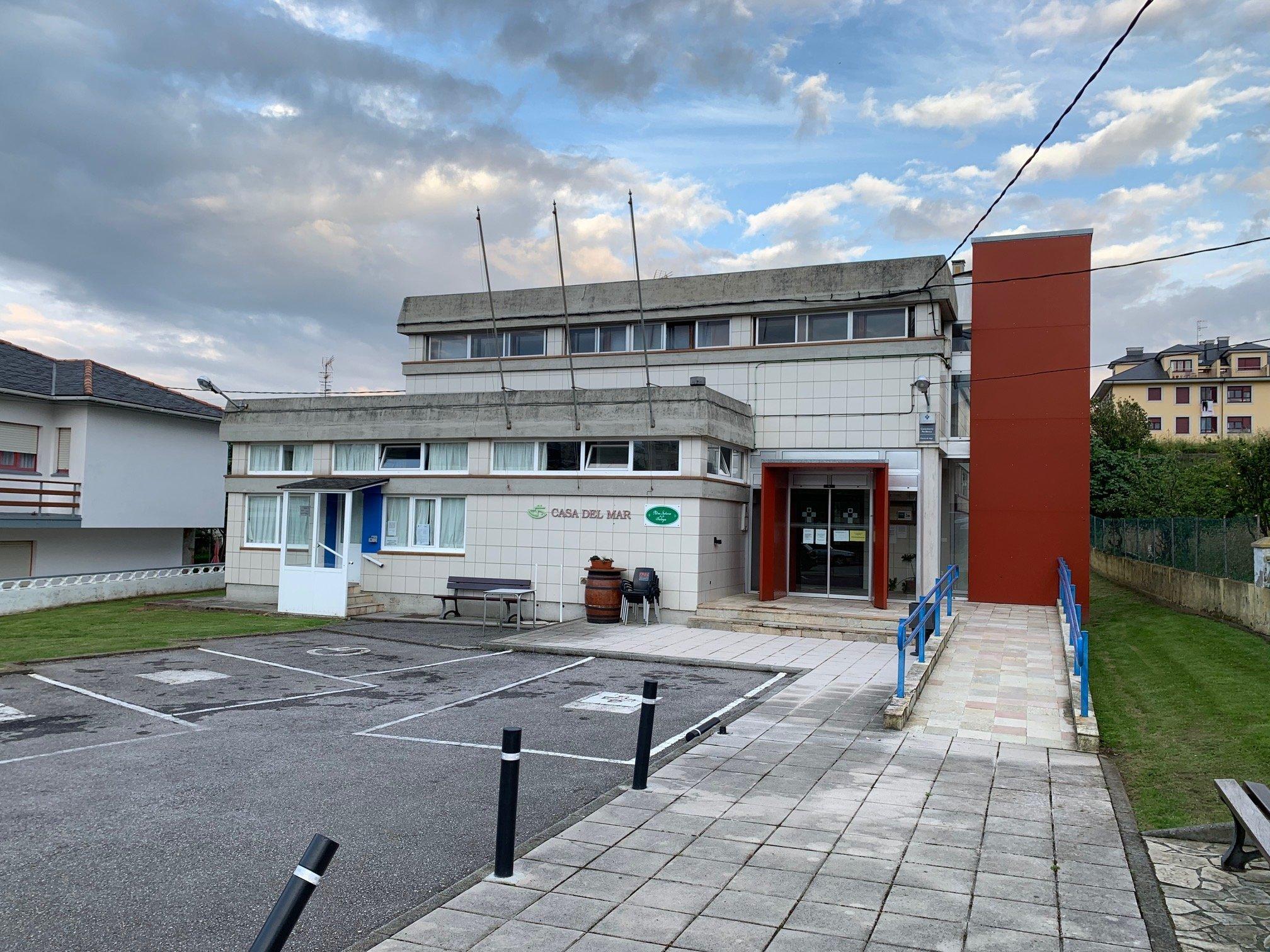 Concentración ante el Centro de Salud de Puerto de Vega para exigir que recupere su actividad al completo