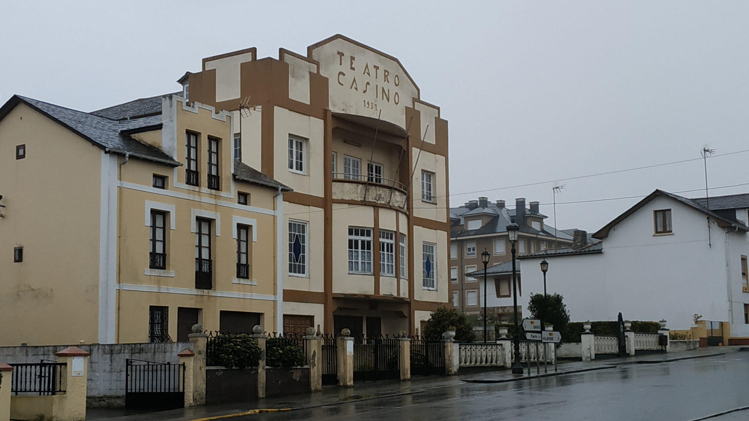 Patrimonio autoriza la rehabilitación del tejado del Teatro Casino de Puerto de Vega