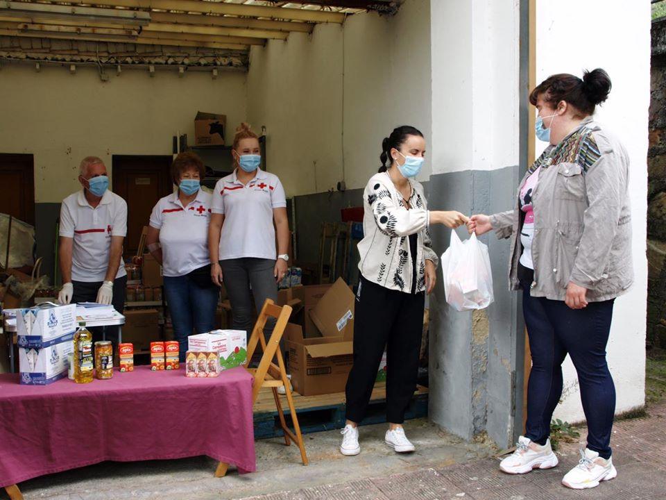 Ayuntamiento de Tineo y Cruz Roja entregan ayuda alimentaria a 54 Familias del Municipio