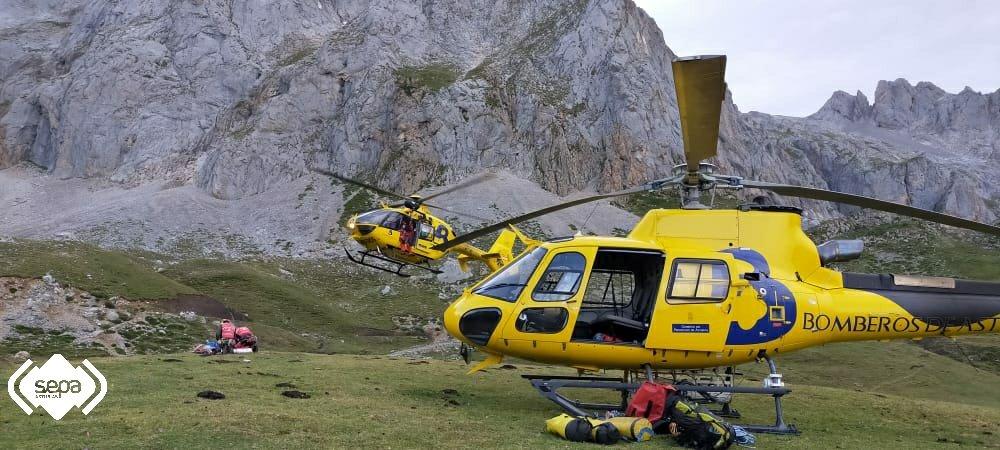 Rescate de Tres Escaladores, uno de ellos fallecido, con dos helicópteros de Bomberos de Asturias en Peña Vieja (Cantabria)