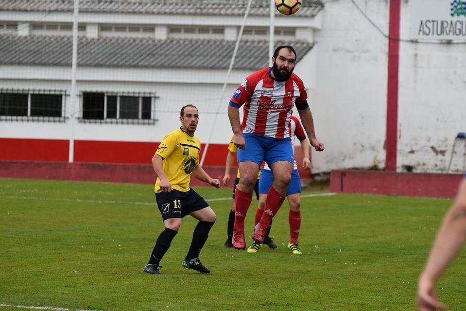 """Marcos (Navia CF): """"Va a ser una categoría dura pero hay que pelear siempre por estar lo mas arriba posible"""""""