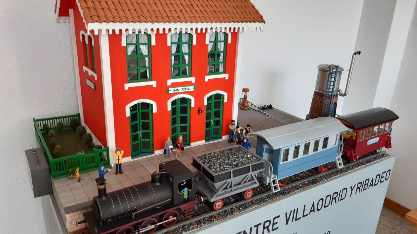 La Oficina de Turismo de San Tirso de Abres exhibe una maqueta de la antigua estación del tren minero