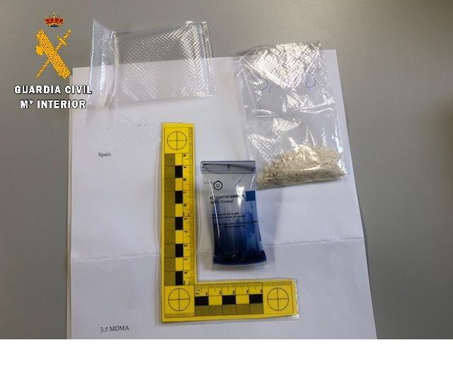 La Guardia Civil detiene a un joven en Valdés al que enviaban droga desde Holanda