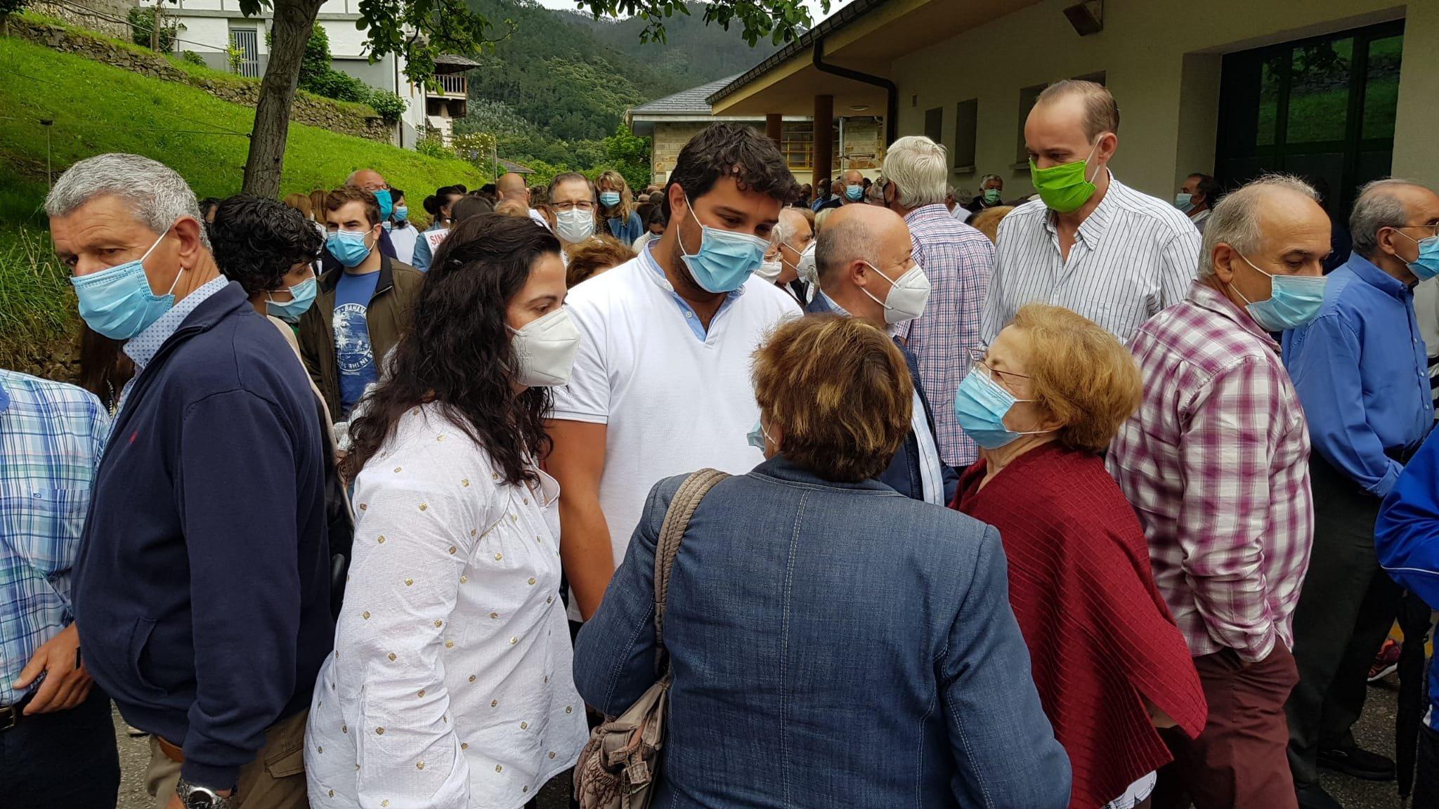 """Más de 300 personas reivindican en Trevías (Valdés) """"que la Sanidad Rural tiene que estar protegida en todo momento"""""""