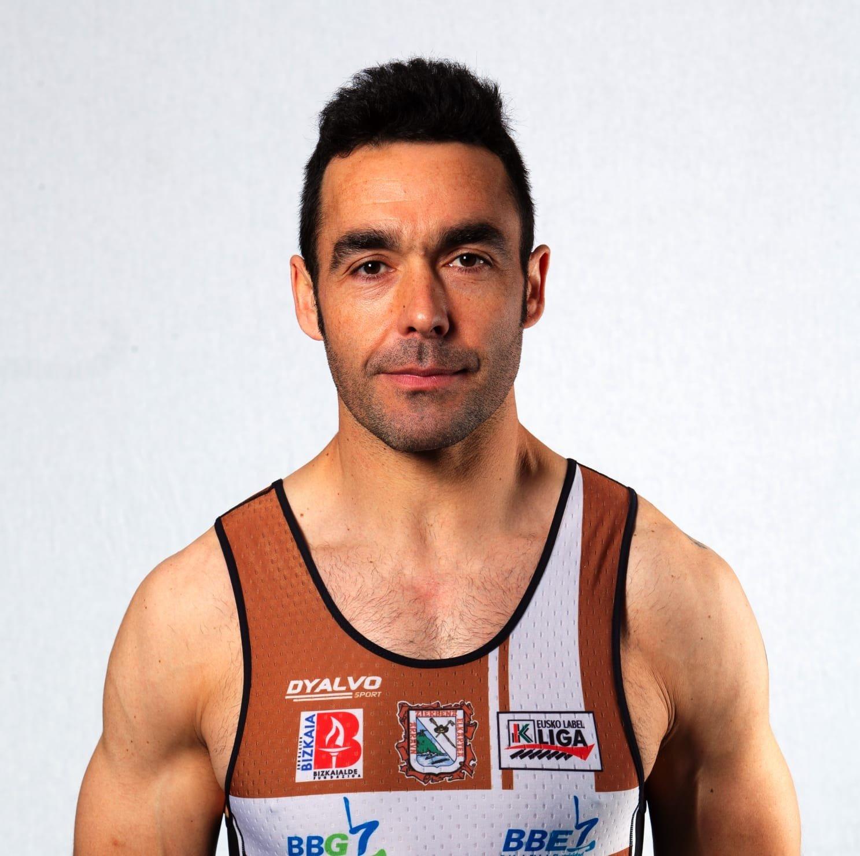 El remero vegadense Alberto González cumple su 2ª temporada en la Trainera de Zierbena