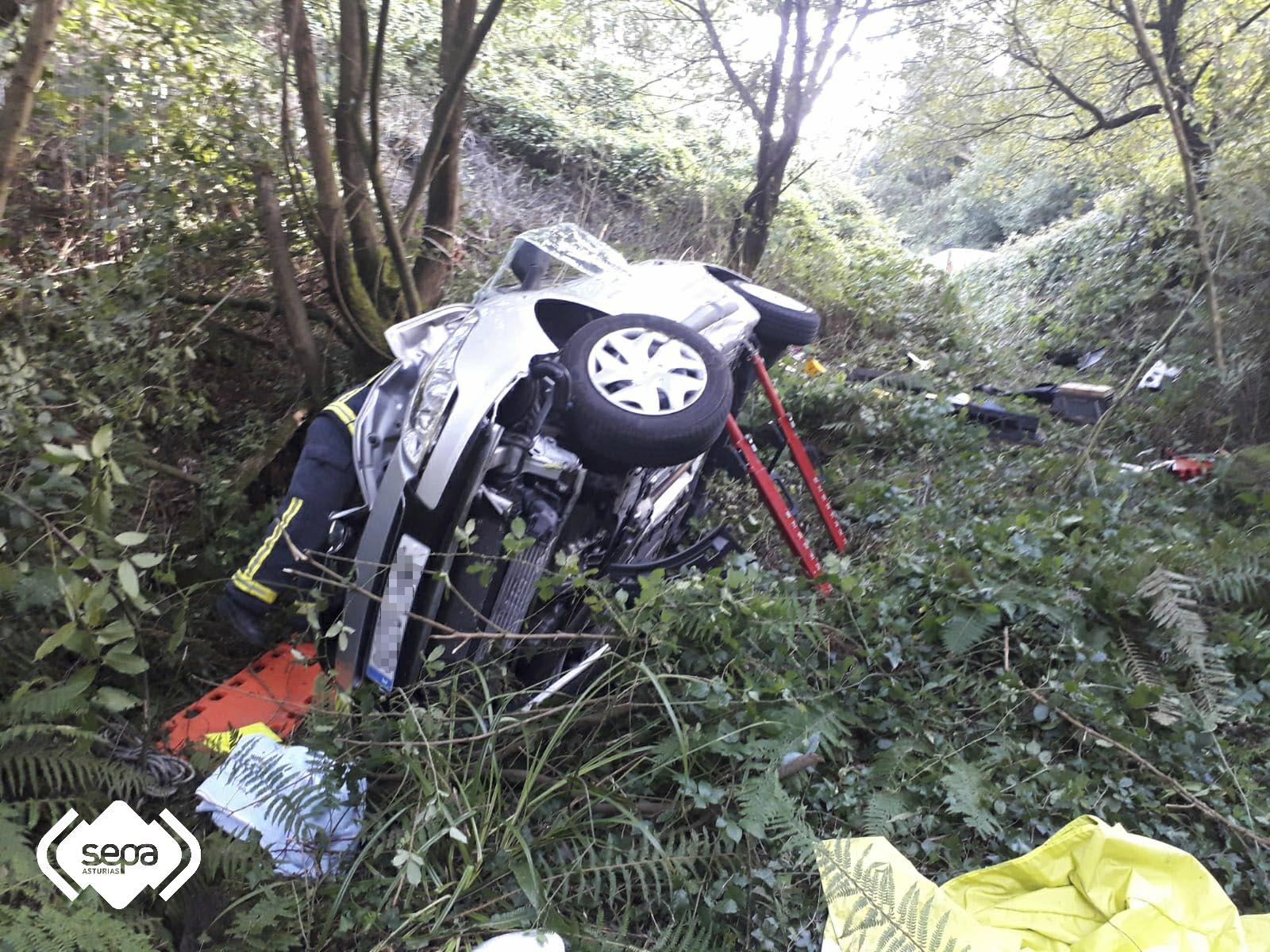 Dos personas heridas en un accidente de tráfico en Vegadeo