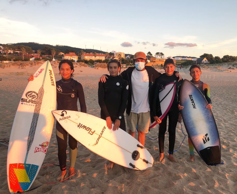 El equipo de competición de la Escuela de Surf Picante de Tapia participó en el Nacional de Valdoviño