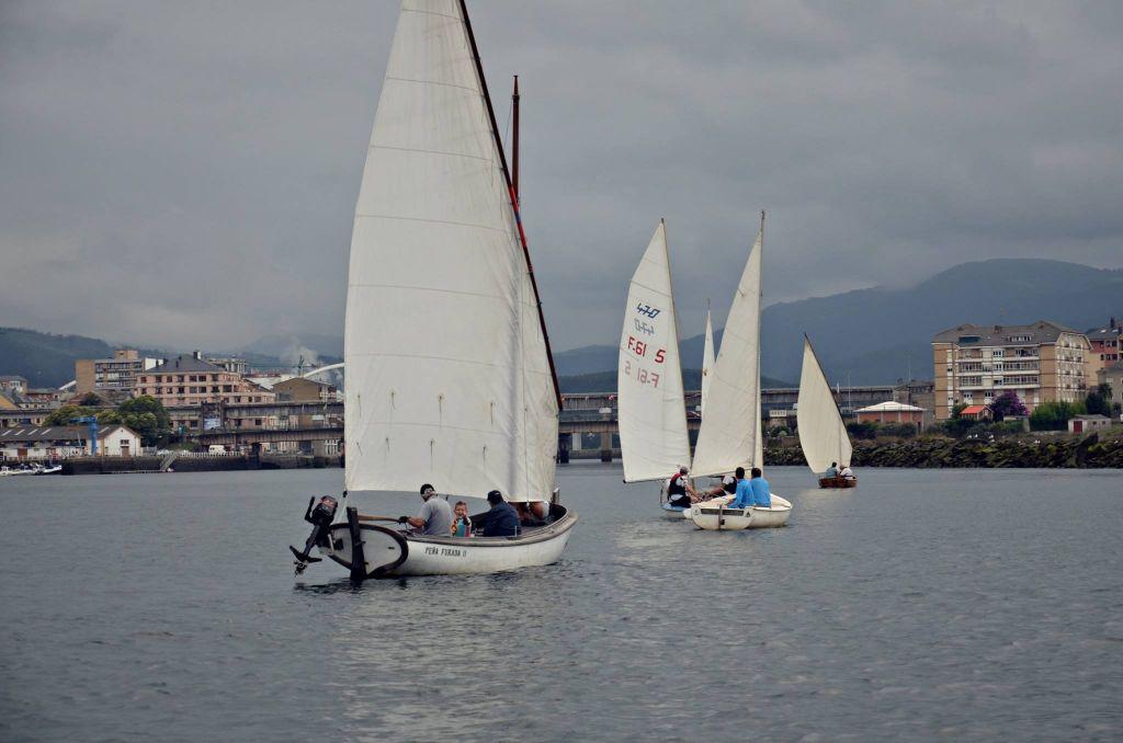 """El Club de Vela Aguas del Navia puso en marcha la actividad """"En un Mar Optimista"""""""