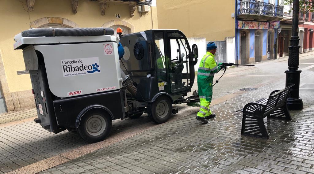 Esta misma semana se han desinfectado calles y aceras de Ribadeo