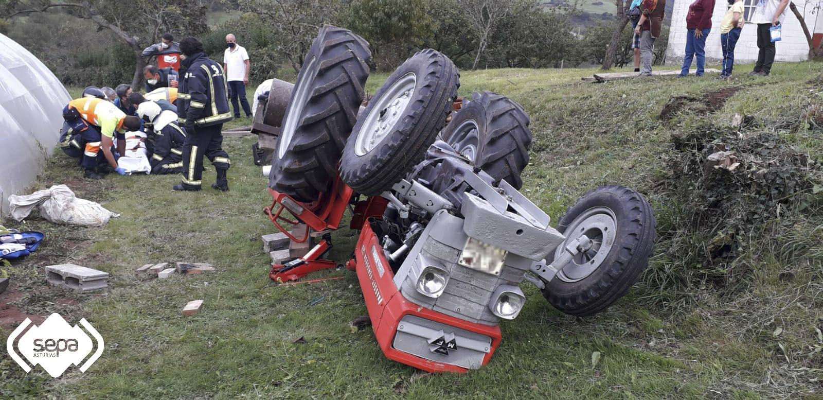 Herido tras volcar el tractor que conducía en Corvera