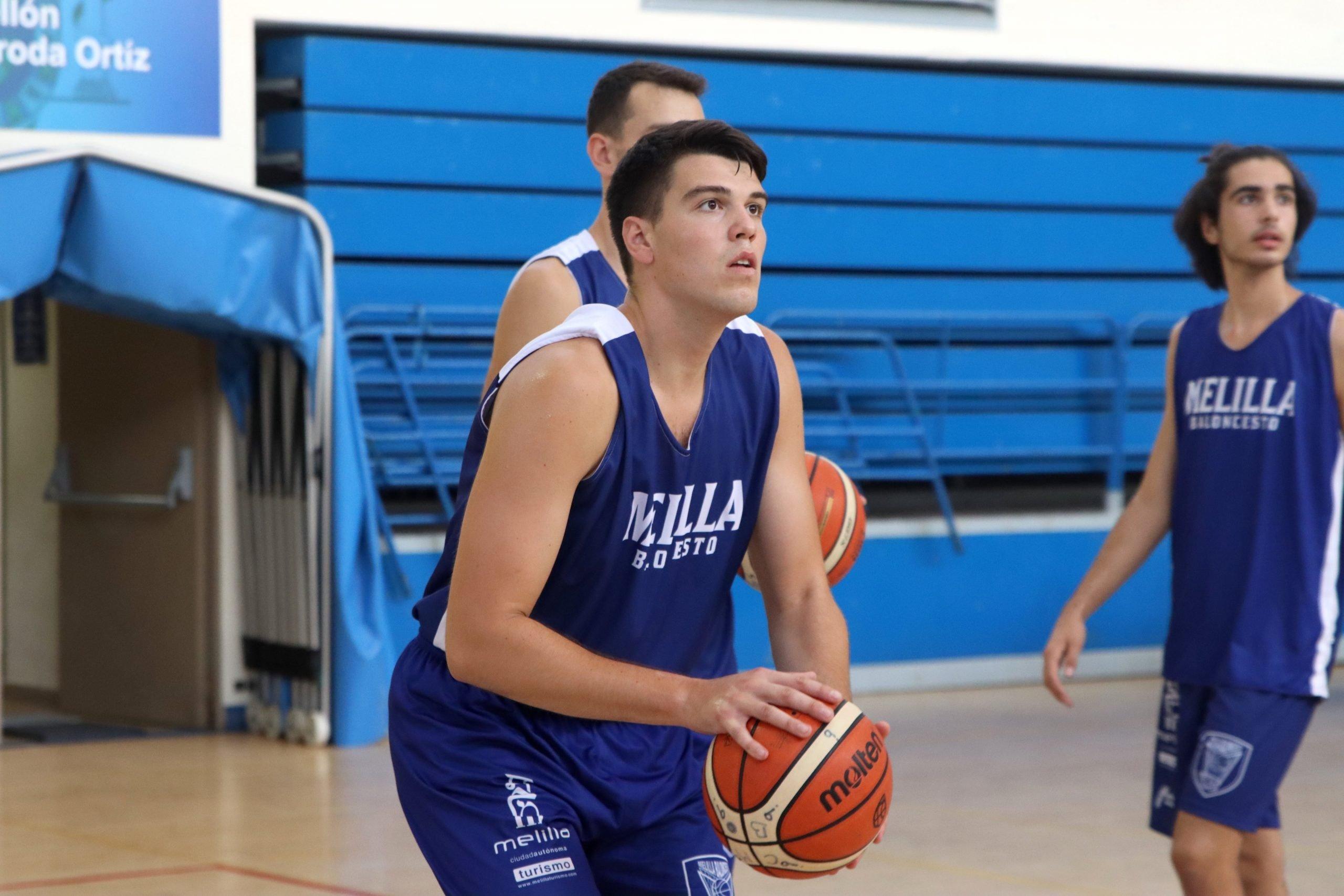 El Melilla Sport Capital, al que se ha incorporado esta temporada el naviego Javi Menéndez, retoma la pretemporada tras los positivos de COVID