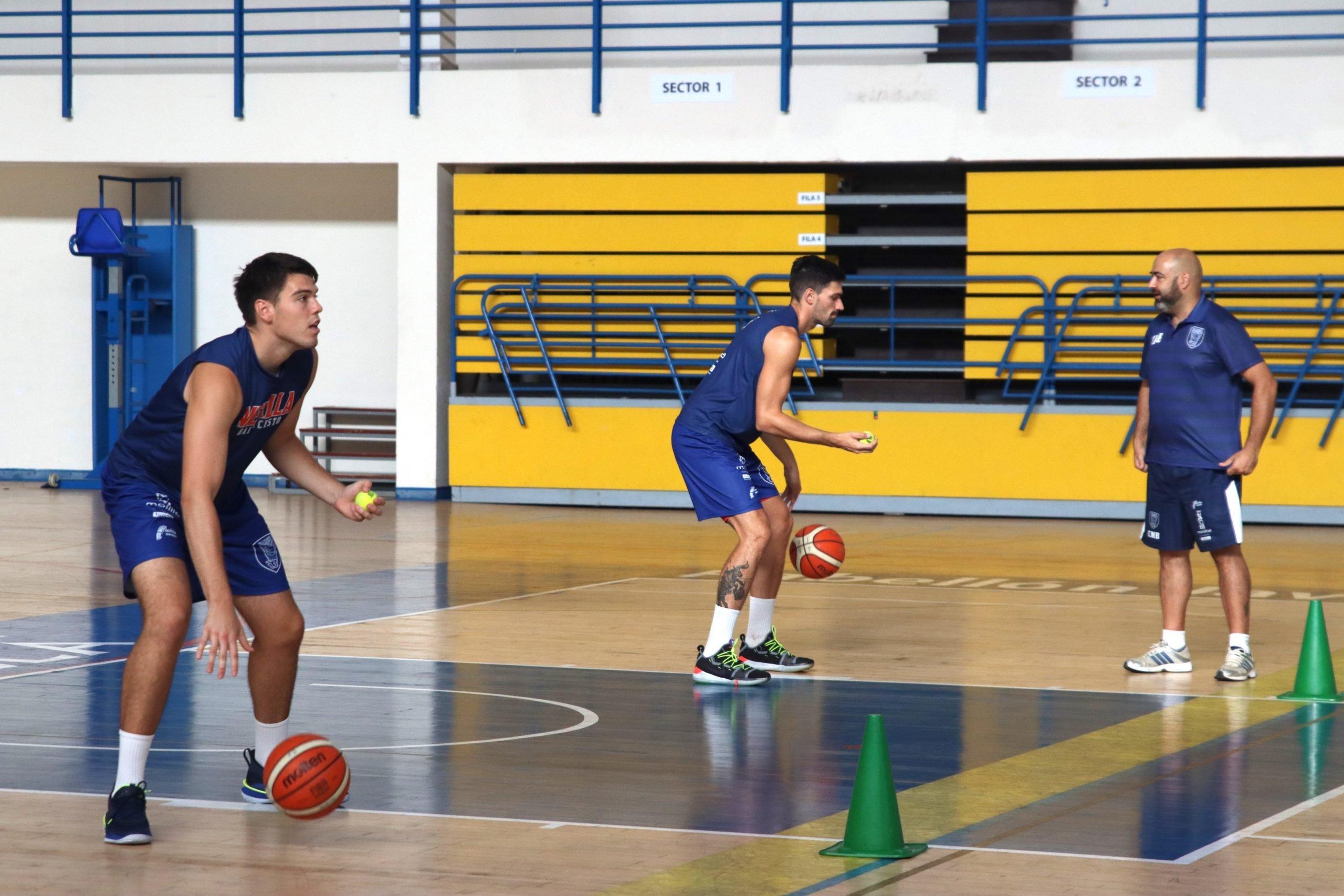 El CB Melilla Sport Capital, al que se ha incorporado este verano el naviego Javi Menéndez, anuncia la suspensión de entrenamientos por un positivo de Covid