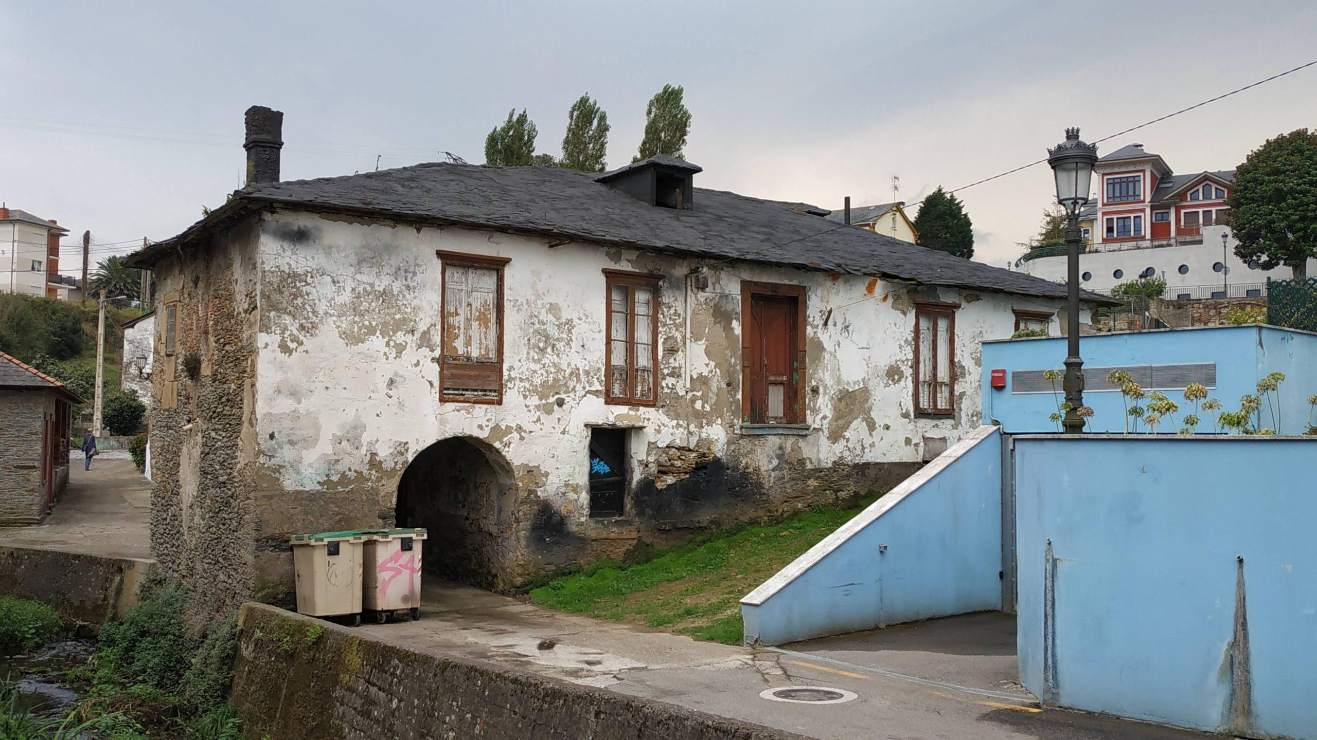Siguen adelante los trámites para adecuar la antigua Aduana de Puerto de Vega (Navia) como Casa de la Juventud