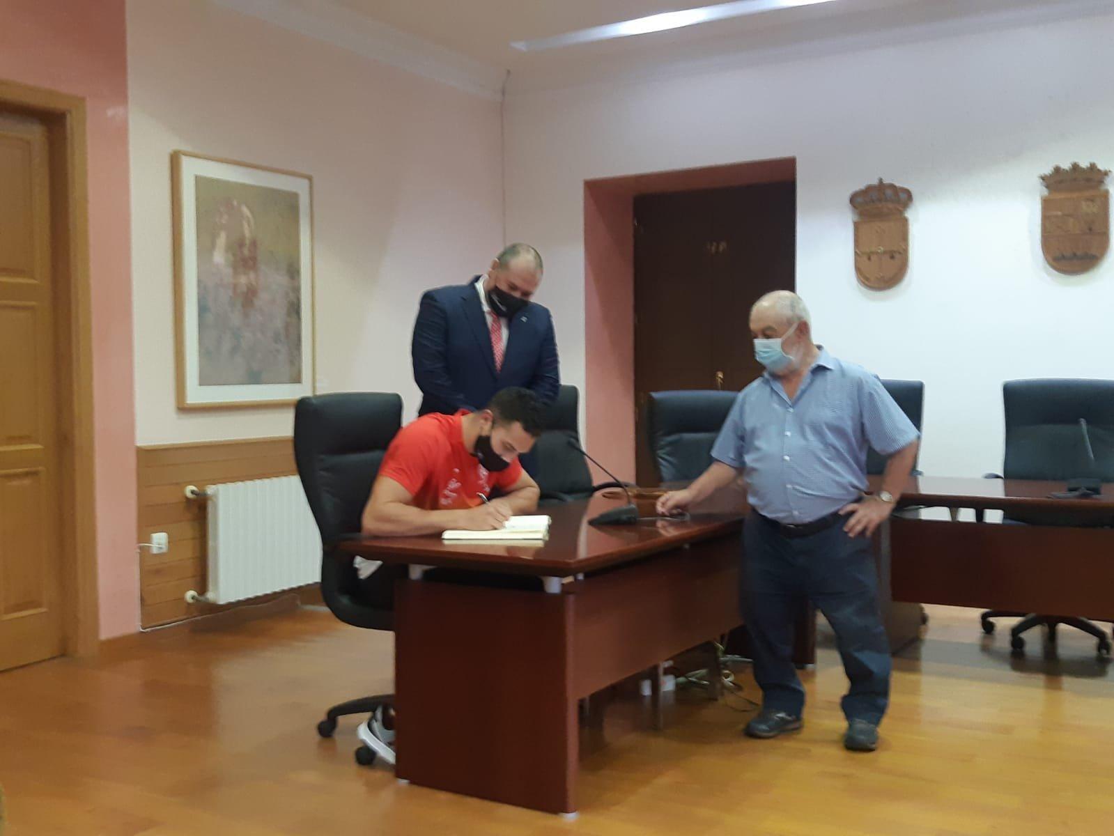 Recepción Oficial en el Ayuntamiento de Vegadeo al remero Iván Rico por el bronce conseguido en el Europeo Sub-23
