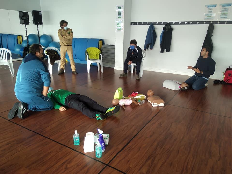 El Gimnasio de La Caridad acogió una jornada de formación para el uso del desfibrilador dirigido a los clubes deportivos del Municipio