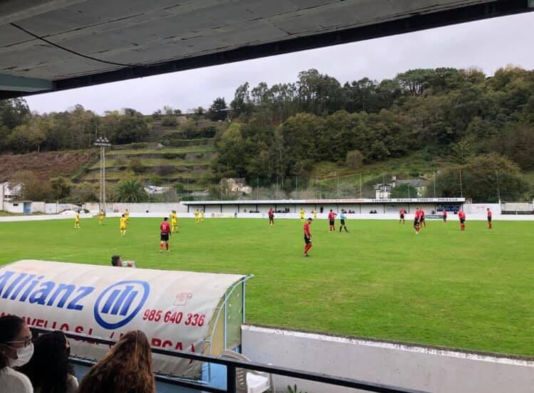 Luarca y Andés empatan a un gol en La Veigona en el último amistoso de pretemporada de los luarqueses
