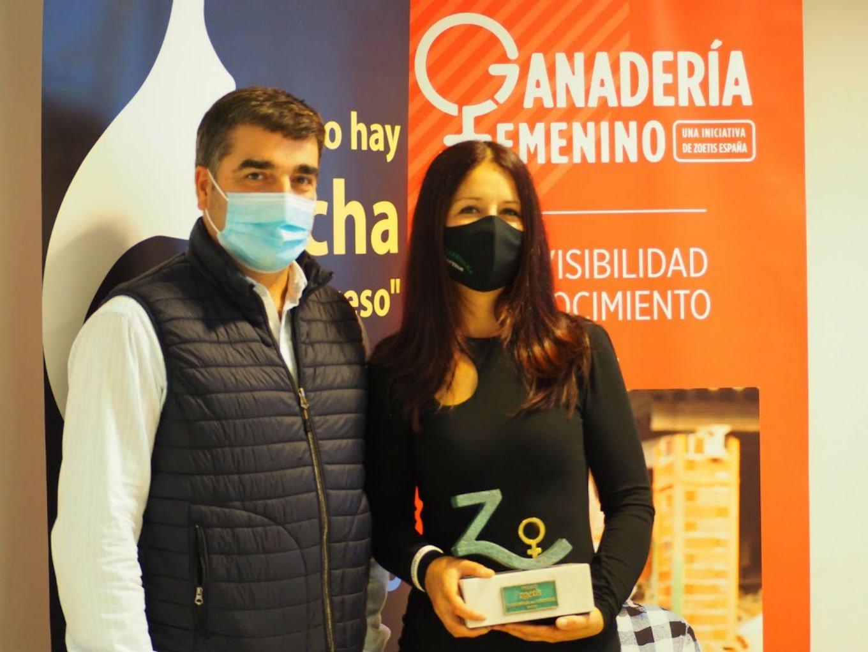 Entrega Premio Ganadería en Femenino a Yaiza Rimada