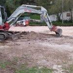 Siguen a buen ritmo las obras de construcción del aparcamiento de Oneta (Villayón)