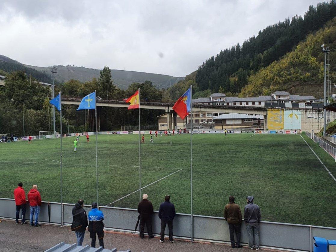 Cangas del Narcea mejorará con fondos europeos los vestuarios del campo de fútbol del Reguerón