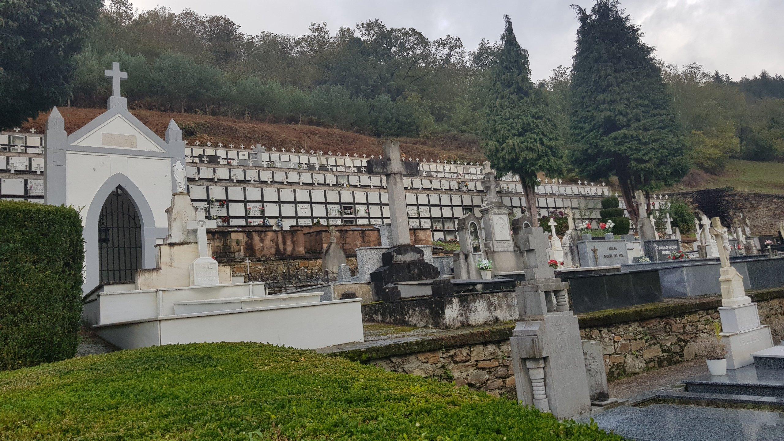 La Policía Local de Cangas del Narcea controlará la afluencia al cementerio el 30 y 31 de octubre y 1 de noviembre