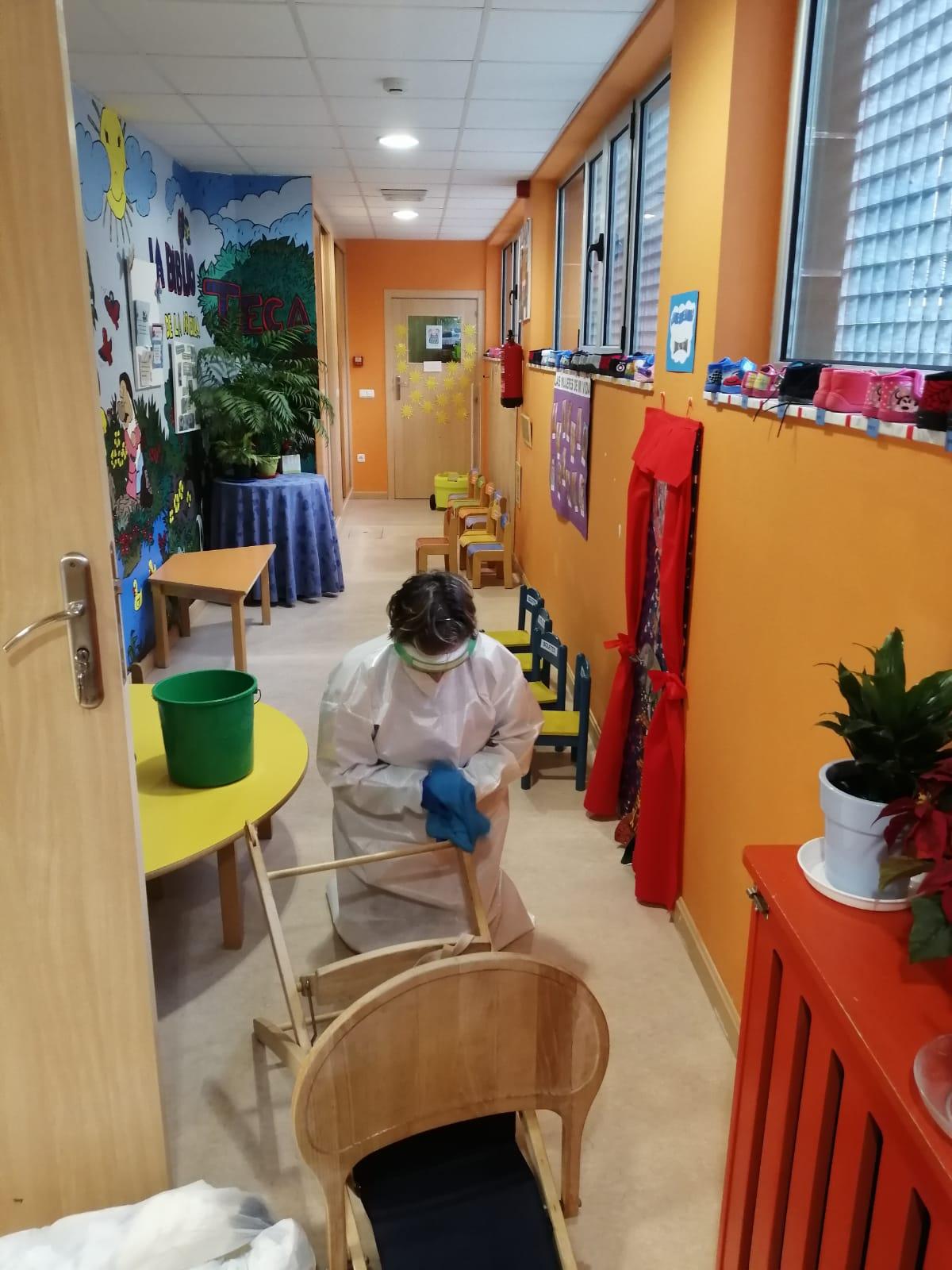 Cangas del Narcea cierra de manera preventiva la escuela de 0 a 3 años tras detectarse el positivo por coronavirus en una alumna y una educadora