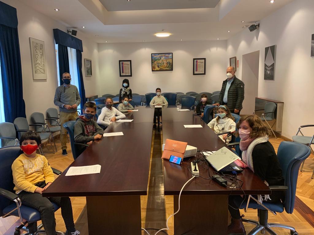 L@s jóvenes de Cangas del Narcea quieren convertir el concejo en el primer municipio libre de plásticos