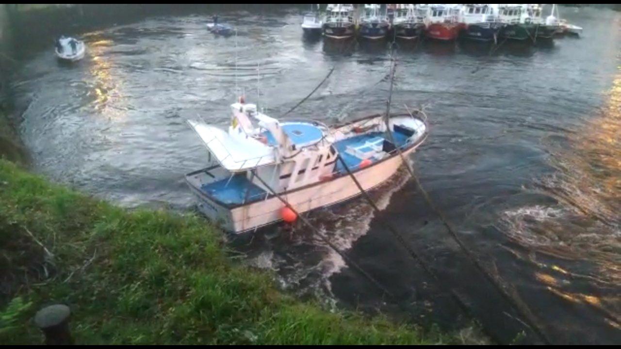 """""""Momentos muy dramáticos"""" los vividos esta mañana en el muelle de Puerto de Vega"""