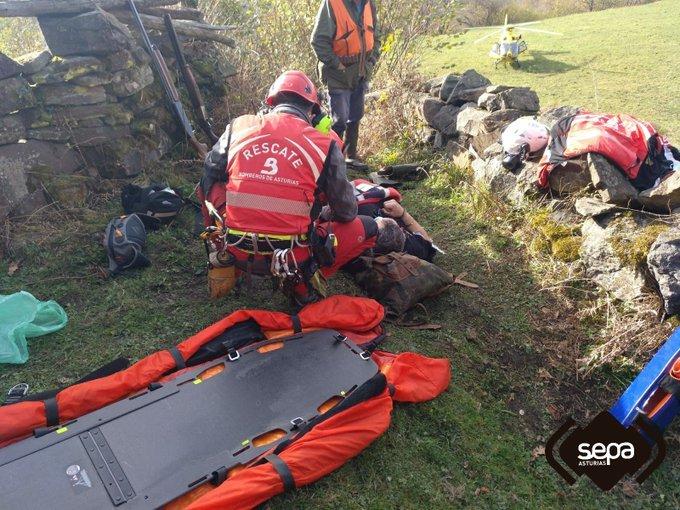 Un cazador resulta herido tras sufrir una caída en La Felguerosa, Aller.