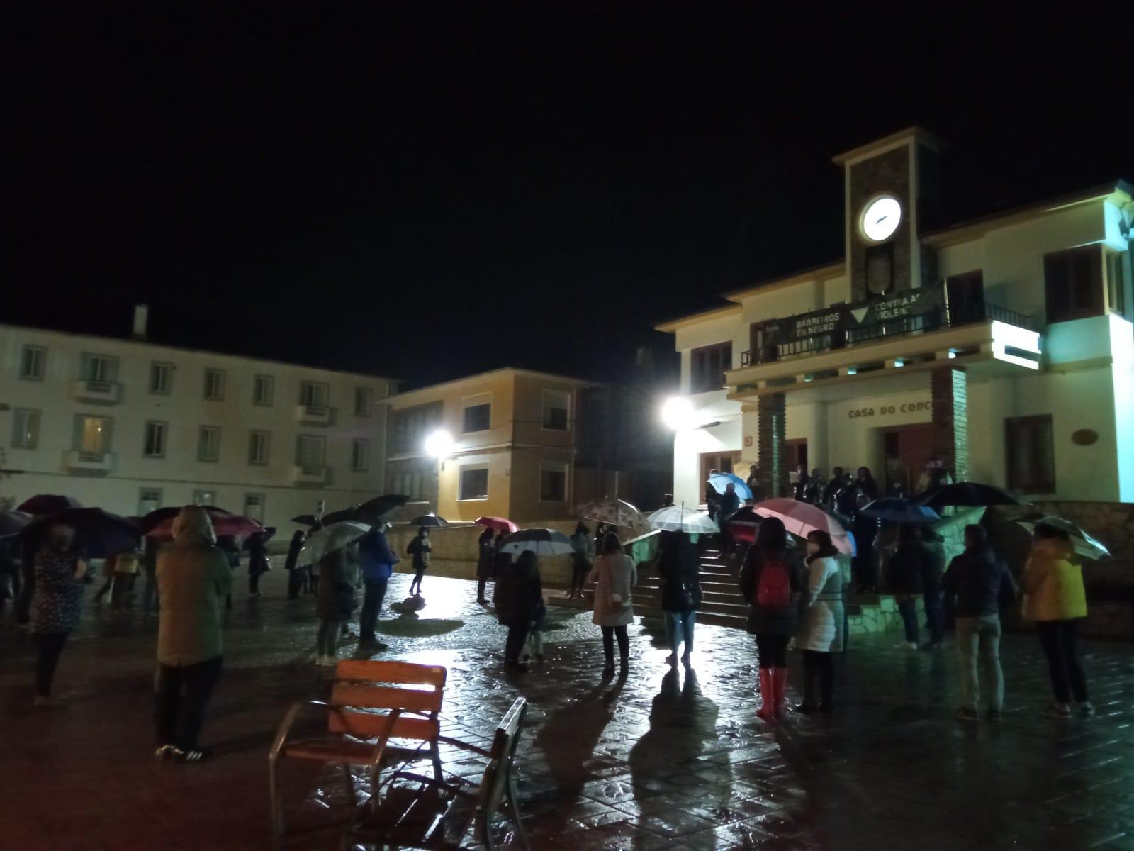 """Contenido del manifiesto que """"As Meigas Bravas"""" leyeron en la concentración que tuvo lugar el 25 de Noviembre delante del Concello de Barreiros"""