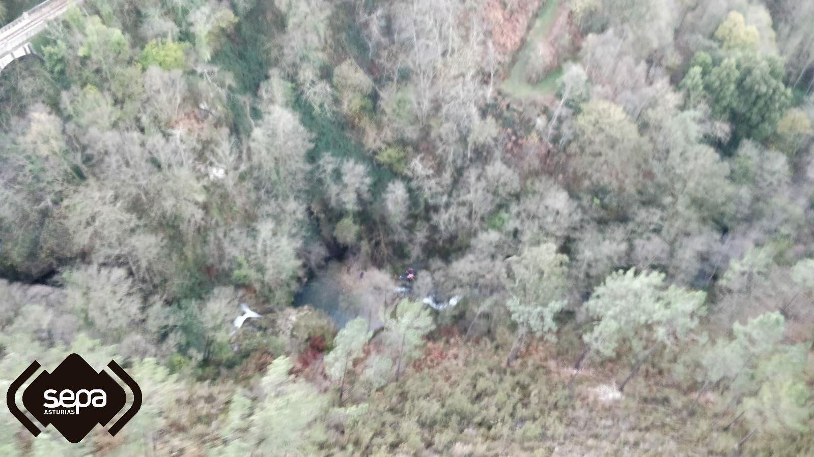 Rescatan a un hombre herido en la Ruta de Barayo, tras caer al Pozo Fero