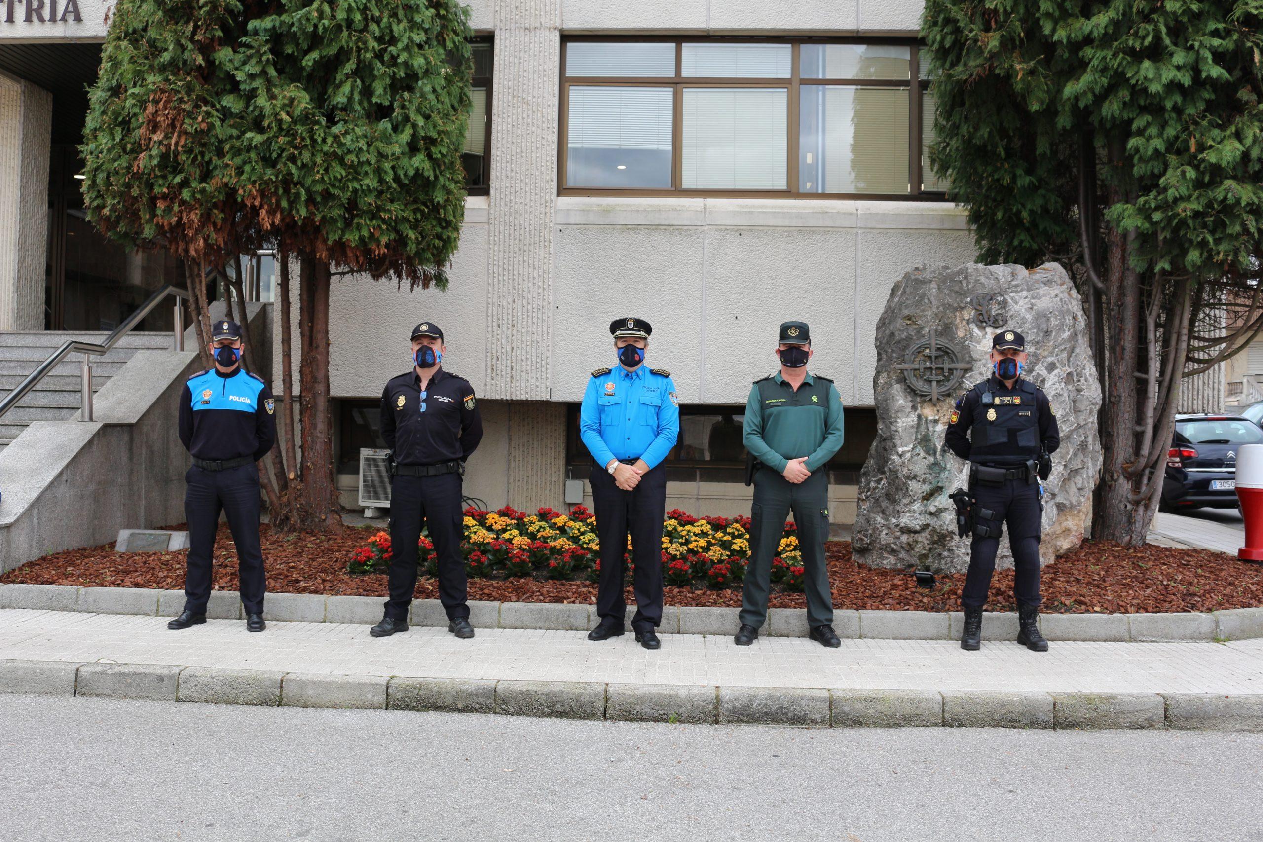 Nueva reunión de Guardia Civil, Cuerpo Nacional de Policía y Policía Local de Oviedo para coordinarse en la vigilancia de las medidas dictadas ante la pandemia.